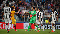 Calcio, Champions League: Juventus vs Siviglia: Torino, Juventus Stadium, 14 settembre 2016. <br /> Sevilla's Vitolo, second from left, greets Juventus' goalkeeper Gianluigi Buffon, third from left, at the end of the Champions League Group H football match between Juventus and Sevilla at Turin's Juventus Stadium, 16 September 2016. The game ended 0-0.<br /> UPDATE IMAGES PRESS/Isabella Bonotto