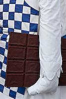 Europe/France/Aquitaine/64/Pyrénées-Atlantiques/Pays-Basque/Bayonne:  Lors des Fêtes de Bayonne, Le défilé des géants: le chocolatier en référence à la tradition gastronomique bayonnaise,