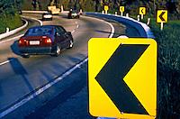 Sinalização de estrada. Rio de Janeiro. 2003. Foto de Ricardo Azoury.