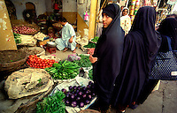 Islamabad / Pakistan.Women dressing hijab at the outdoor market..Photo Livio Senigalliesi