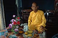 Mönch am Samberg im Mekongdelta, Vietnam
