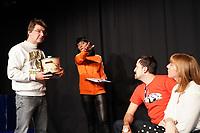 """Gross-Gerau 03.10.2019: Probe """"Wannabe"""" der dramatischkleinebühne <br /> Jörg Monzheimer, Delia Raudzus, Christian Reinbold und Cristina Spoglia proben eine Szene<br /> Foto: Vollformat/Marc Schüler, Schäfergasse 5, 65428 R'eim, Fon 0151/11654988, Bankverbindung KSKGG BLZ. 50852553 , KTO. 16003352. Alle Honorare zzgl. 7% MwSt."""