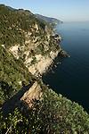 sentier reliant Monterosso et Vernazza.  Village de Vernazza Parc national des Cinque Terre. Ligurie. Italie.