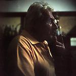"""Buenos Aires, Argentina. Oscar ha 57 anni ed è di Pergamino, ricca città agricola all'interno della provincia di Buenos Aires. Gestisce il club """"Eros"""", assieme agli amici di una vita. Vi organizza tornei di carte e bocce, oltre ad infiniti asados domenicali. """"Frequentavo il telo sulla strada che porta a Buenos Aires. Adesso ne hanno costruito uno più moderno, che somiglia ad un motel."""""""