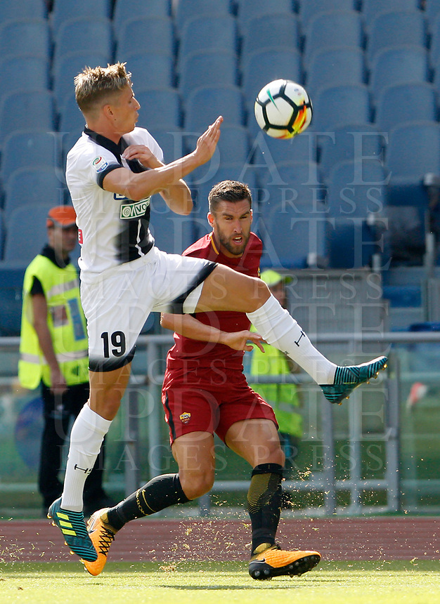 Calcio, Serie A: Roma vs Udinese. Roma, stadio Olimpico, 23 settembre 2017.<br /> Roma's Kevin Strootman, right, is challenged by Udinese's Jens Larsen during the Italian Serie A football match between Roma and Udinese at Rome's Olympic stadium, 23 September 2017. Roma won 3-1.<br /> UPDATE IMAGES PRESS/Riccardo De Luca