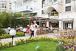 France, Provence-Alpes-Côte d'Azur, Cannes: Café and Giorgio Armani shop at the famous Boulevard de la Croisette | Frankreich, Provence-Alpes-Côte d'Azur, Cannes: Café und Giorgio Armani Geschaeft auf dem Boulevard de la Croisette