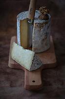 Europe/France/Rhone-Alpes/73/Savoie/Tignes :  Fromage fermier : Persillé de Tignes  // Europe / France / Rhone-Alpes / 73 / Savoie / Tignes: Farm cheese: Persillé de Tignes