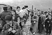 - controls for the admission in the camp for  Kossovo refugees organized by the United Arab Emirates in Kukes (april 1999)<br /> <br /> - controlli per l'ammissione nel campo per profughi dal Kossovo organizzato dagli Emirati Arabi Uniti a Kukes (aprile 1999)