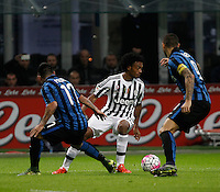 Calcio, Serie A: Inter vs Juventus. Milano, stadio San Siro, 18 ottobre 2015. <br /> Juventus' Juan Cuadrado, left, is challenged by FC Inter's Gary Medel, left, and Mauro Icardi, during the Italian Serie A football match between FC Inter and Juventus, at Milan's San Siro stadium, 18 October 2015.<br /> UPDATE IMAGES PRESS/Isabella Bonotto