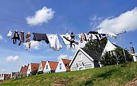 Nederland Durgerdam 2019.  Wasgoed hangt te drogen op de dijk in Durgerdam. Foto Berlinda van Dam / Hollandse Hoogte