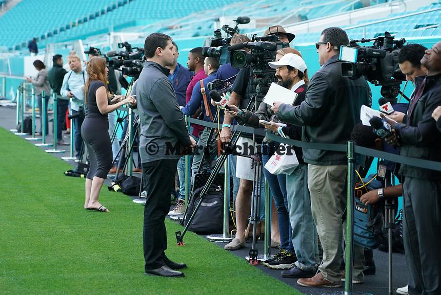 NFL Senior Director of Event Planning ERIC FINKELSTEIN gibt Interviews im Innenraum des Hard Rock Stadium bei den Vorbereitungen auf den Super Bowl LIV am 2. Februar zwischen den Kansas City Chiefs und San Francisco 49ers - 22.01.2020: SB LIV im Hard Rock Stadium Miami