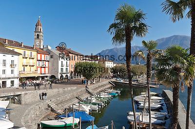 Switzerland, Ticino, Ascona at Lago Maggiore: with seaside promenade Piazza Giuseppe Motta | Schweiz, Tessin, Ascona am Lago Maggiore: mit der Promenade Piazza Giuseppe Motta