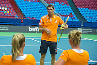 Moskou, Russia, Februari 4, 2016,  Fed Cup Russia-Netherlands,  Dutch team practise,  Captain Paul Haarhuis (M) explains <br /> Photo: Tennisimages/Henk Koster