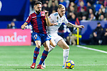 Toni Kroos of Real Madrid (R) fights for the ball with Jose Luis Morales Nogales of Levante UD (L) during the La Liga 2017-18 match between Levante UD and Real Madrid at Estadio Ciutat de Valencia on 03 February 2018 in Valencia, Spain. Photo by Maria Jose Segovia Carmona / Power Sport Images