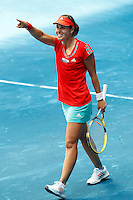 MADRI, ESPANHA, 06 DE MAIO DE 2012 - MUTUA MADRID OPEN -  A tenista bulgara Tsvetana Pironkova   (branco) enfrenta a espanhola Anabel Medina(vermelho), durante o Mutua Madrid Open 2012, em Madrid na capital da Espanha, neste domingo, 06. (FOTO: CESAR CEBOLLA / ALFAQUI / BRAZIL PHOTO PRESS).