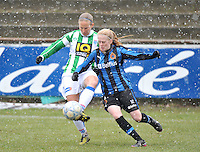 Club Brugge Dames - PEC Zwolle : Sylvia Smit in duel met Silke Demeyere.foto DAVID CATRY / Vrouwenteam.be