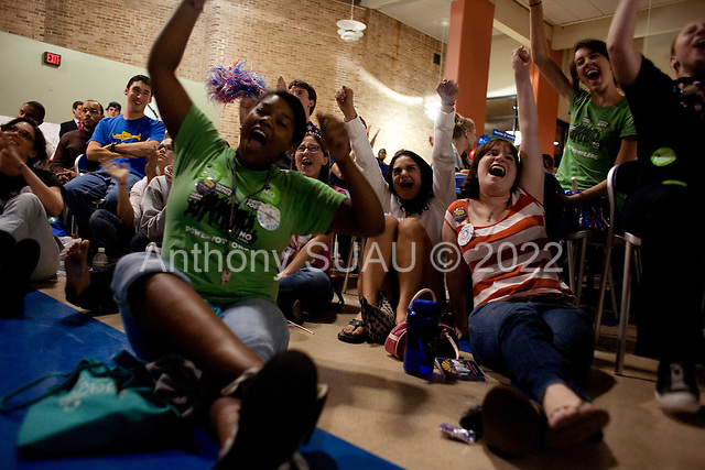 Hempstead, New York.October 15, 2008..At Hofstra University Senator John McCain (Republican Candidate) and Senator Barack Obama (Democratic Candidate) have their final of three debates as the university students and teachers watch in the student center near by...Students cheers for Obama..