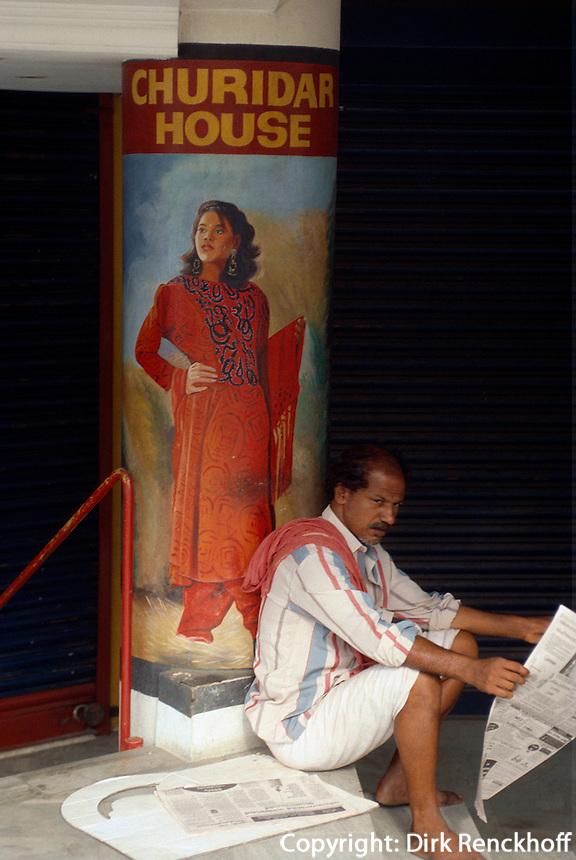 Indien, Ernakulam (Kerala), Zeitungsleser