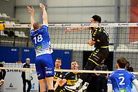 24-04-2021: Volleybal: Amysoft Lycurgus v Draisma Dynamo: Groningen Dynamo speler Maikel van Zeist slaat de bal langs Lycurgus speler Dennis Borst