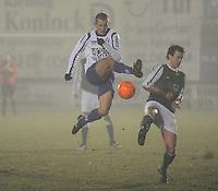 KM Torhout - KSV Temse..Christof Maes (links) probeert met wat luchtacrobatie de bal te ontzetten voor Maarten Cobbaert (rechts)..foto VDB / BART VANDENBROUCKE