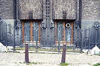 Amsterdam: Scheepvaarthuis. Decorative fence. Photo '87.