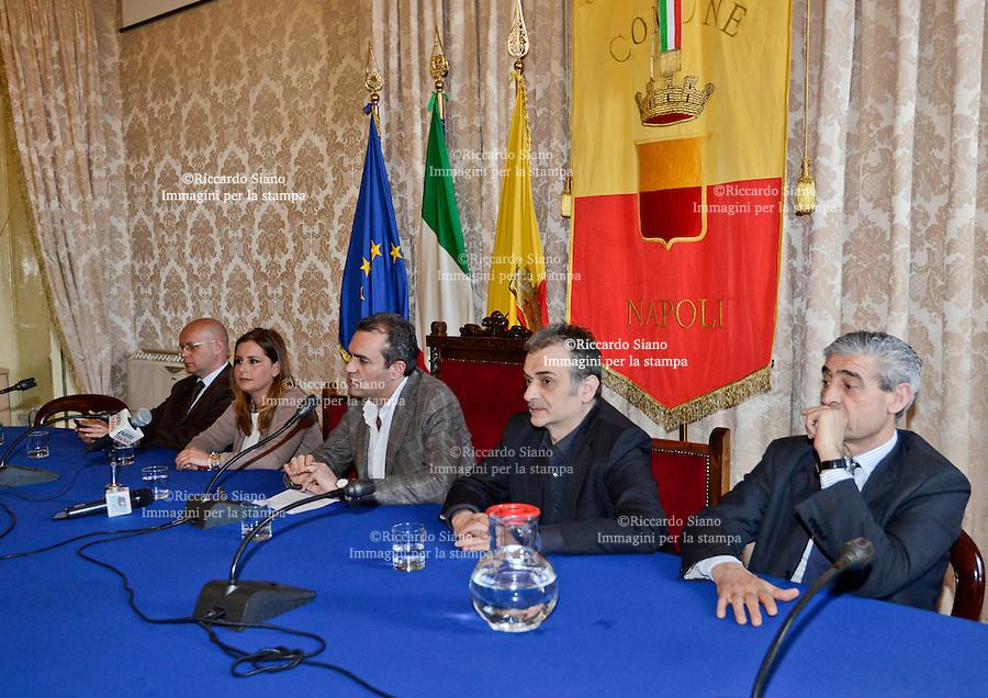 - NAPOLI 1 APR  2014 -  il sindaco di Napoli Luigi de Magistris durante la presentazione  del nuovo assessore alla comunicazione e marketing  Monia Aliberti