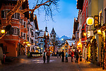 Oesterreich, Tirol, Kitzbuehel: internationaler Wintersportort, weihnachtliches Treiben in der Altstadt | Austria, Tyrol, Kitzbuehel: international ski resort, Christmas feeling at Old Town