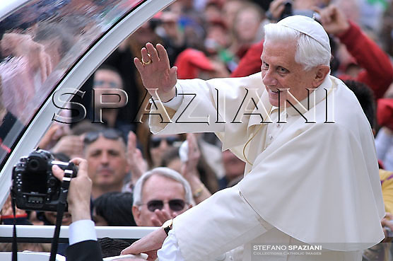 Pope Benedict XVI waves as he leads his weekly audience in Saint Peter's Square at the Vatican April 1, 2009