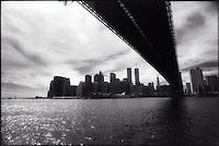 Manhattan skyline and the Brooklyn bridge<br />
