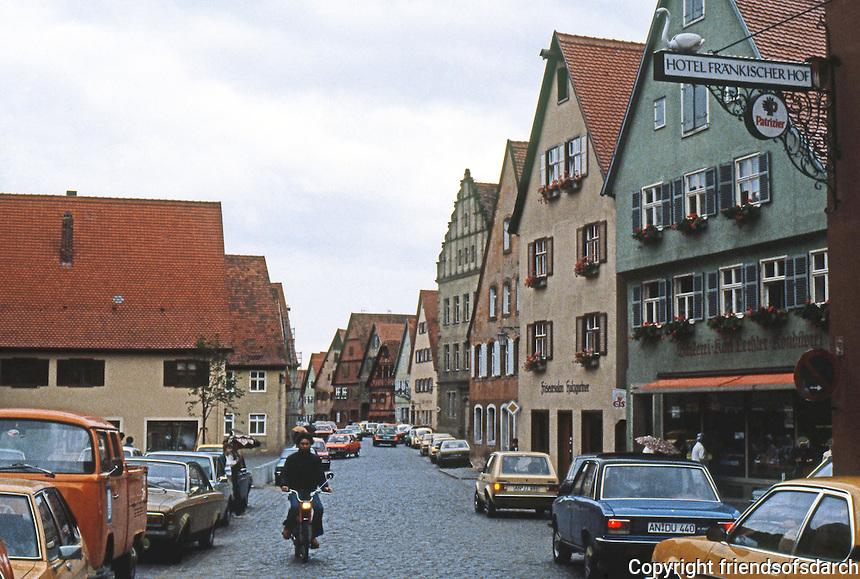 Dinkelsbuhl: Wide street.