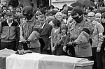 Hunger striker Joe McDonnell's funeral.1980s Died on 'active service', a guard of honour, paramilitary gunmen say a prayer before shooting over the coffin. July 1981. 80s Belfast Northern Ireland