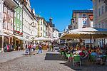 Deutschland, Bayern, Toelzer Land, Bad Toelz: Marktstrasse - Fussgaengerzone im Stadtzentrum | Germany, Bavaria, Bad Toelz: poedestrian area Marktstrasse in town centre