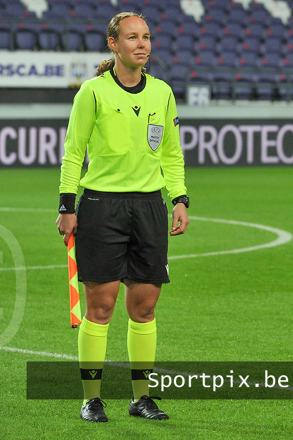 assistant referee Emilie Aubry pictured during a female soccer game between RSC Anderlecht Dames and Northern Irish Linfield Ladies  in the first qualifying round for the Uefa Womens Champions League of the 2020 - 2021 season , Wednesday 4 th of November 2020  in ANDERLECHT , Belgium . PHOTO SPORTPIX.BE | SPP | STIJN AUDOOREN