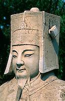 China, bei Peking, Minggräber, Statue eines Zivil-Mandarin auf der Geisterallee, Unesco-Weltkulturerbe