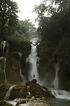 Cascade de Tat Kuang Si a  30 km au sud de la ville de Luang Prabang. Laos