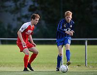 FC Veldegem - Zwevegem Sport : Corneel Garsbeke (r) aan de bal voor Lukas Vandenheede<br /> Foto VDB / Bart Vandenbroucke