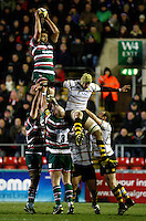 Photo: Richard Lane/Richard Lane Photography. Leicester Tigers v London Wasps. Aviva Premiership. 07/01/2012. Tigers' Geoff Parling wins a lineout.