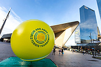 Rotterdam, Netherlands, 10 februari, 2018, Ahoy, Tennis, ABNAMROWTT, City dressing , Ball at Central Station<br /> Photo: Henk Koster/tennisimages.com