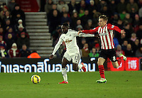 Pictured L-R: Nathan Dyer of Swansea chased by Steven Davis of Southampton Sunday 01 February 2015<br />