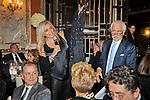 CHARITY DINNER VILLA LETIZIA  2009  ORGANIZZATO DA EMMA BONINO  - MARA VENIER BATTE L'ASTA