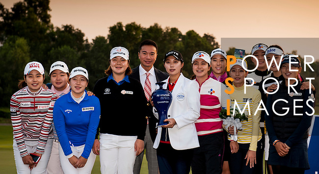 Tenniel Chu Vice Chairman of Mission Hills Group (CL) poses with Hyo Joo Kim of Korea (CR) and the rest of Korean players after the Hyundai China Ladies Open 2014 at World Cup Course in Mission Hills Shenzhen on December 14<br /> 2014, in Shenzhen, China. Photo by Li Man Yuen / Power Sport Images