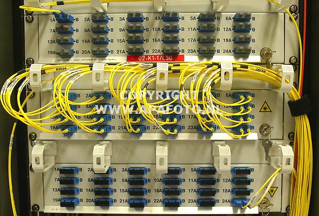 Arnhem 2005<br /> glasvesel kabels stroom electriciteit telefoon internet digitaal<br /> Foto: APA Foto