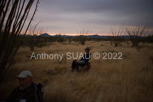 Three Points, Arizona.USA.October 23, 2006..Neil Wendting of Nevada and Ed Hart from Alabama are members of the Minuteman Civil Defense Corps of Arizona near the King Anvil Ranch. They wait in a field known for Mexicans crossing the border illegally. ..