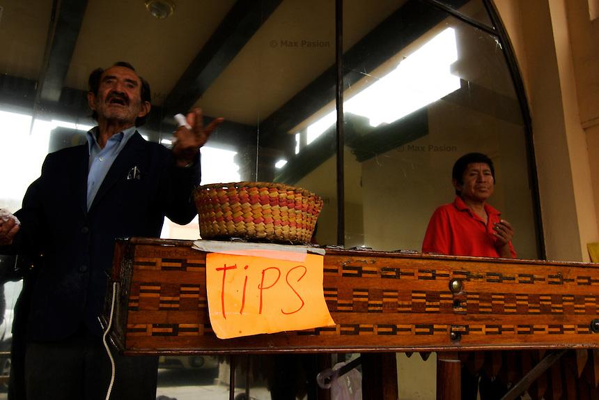 Tips; Progreso, Mexico; 1209pm, 7Dec2005