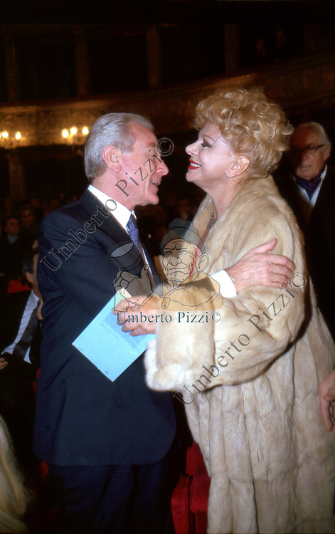 SANDRA MILO CON GIANNI LETTA<br /> PRIMA AL TEATRO ARGENTINA ROMA 1999
