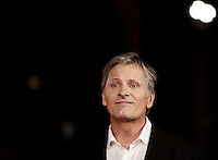 "L'attore statunitense Viggo Mortensen posa sul red carpet per la presentazione del film ""Captain Fantastic"" al Festival Internazionale del Film di Roma, 17 ottobre 2016. <br /> U.S. actor Viggo Mortensen poses on the red carpet to present the movie ""Captain Fantastic"" during the international Rome Film Festival at Rome's Auditorium, 17 October 2016.<br /> UPDATE IMAGES PRESS/Isabella Bonotto"