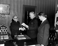 Mgr Parent, M. Jean Lesage et le ministre de l'Education, M. Paul Gerin-Lajoie. <br /> le  20 novembre 1964<br /> Photographe : Photo Moderne<br /> - agence Quebec Presse