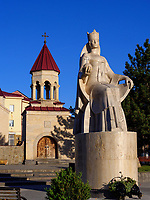 Denkmal Königin Tamar und Amaghleba-Kirche in Achalziche, Samzche-Dschawacheti, Georgien, Europa<br /> Amaghleba-church and monument Queen Tamar in Achalziche, Samzche-Dschawacheti,  Georgia, Europe