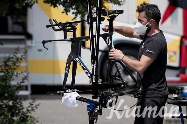 prepping the TT bikes<br /> <br /> 104th Giro d'Italia 2021 (2.UWT)<br /> Stage 21 (final ITT) from Senago to Milan (30.3km)<br /> <br /> ©kramon