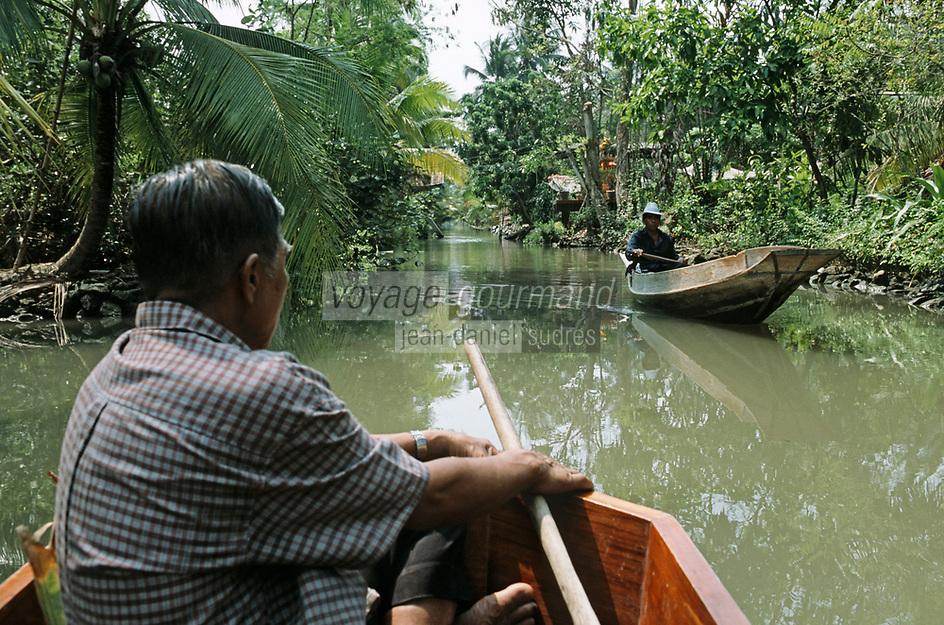 Thaïlande/Bangkok: Près de Tha Kha , navigation sur les canaux au milieu des plantations de cocotiers